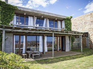 Delightful 4 Bedroom House in Manantiales - Punta del Este vacation rentals