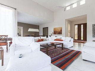 Beautiful 4 bedroom House Near to Manantiales Beach - Punta del Este vacation rentals