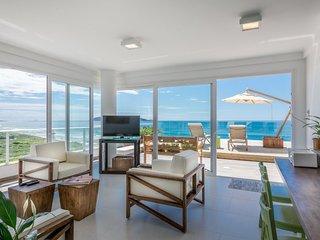 Magnificent 3 Bedroom Beachfront Condo at Campeche surroundings - Florianopolis vacation rentals
