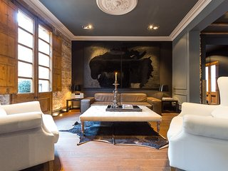Immaculate 2 Bedroom Apartment in El Born - Montserrat vacation rentals