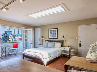 Bright Beachside Studio in Venice - Venice Beach vacation rentals