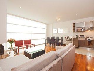 Sleek 2 Bedroom Apartment In Chicó Norte - Bogota vacation rentals