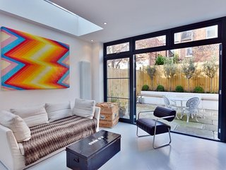 Beautifully Designed 2 Bedroom Apartment in West London - London vacation rentals