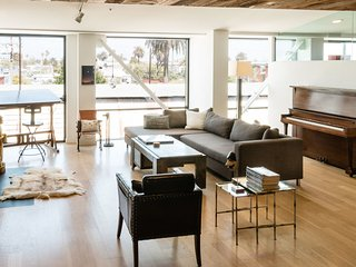 Stylish 1 Bedroom Apartment in Venice - Venice Beach vacation rentals