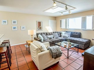 Laid Back 2 Bedroom Beach Apartment in Venice - Venice Beach vacation rentals