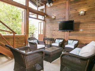 Spacious 4 Bedroom cabin  with  private beach and shared pool  in Barú - Isla Baru vacation rentals
