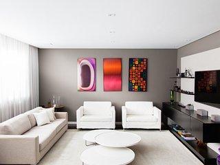 Colorful 4 Bedroom Apartment in Itaim - Serra da Bocaina National Park vacation rentals