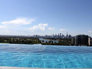 *Luxury in heart of StKilda - City views, WIFI & ROOFTOP POOL ** - St Kilda vacation rentals