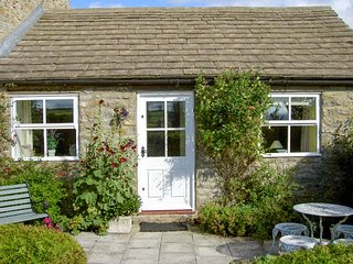 CURLEW COTTAGE, all ground floor, patio with furniture, countryside views, Barnard Castle, Ref 21863 - Barnard Castle vacation rentals