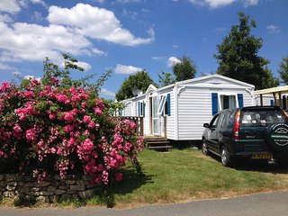 Self Drive Holidays in 21st Century 2 bedroom  Mobie Homes on 5*  Campsite. - Benodet vacation rentals