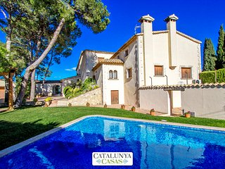 Historic mansion in Puigdalber for 15 guests, only 20 minutes from the beaches - Puigdalber vacation rentals