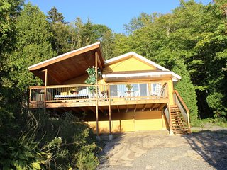 Charming 3 bedroom Shawinigan Chalet with Internet Access - Shawinigan vacation rentals