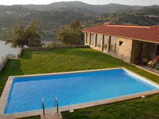 Beautiful House with Shared Outdoor Pool and Television - Resende vacation rentals