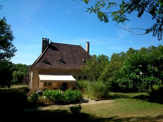 Beautifully appointed stone house in Cazals - a picturesque Bastide village - Gindou vacation rentals