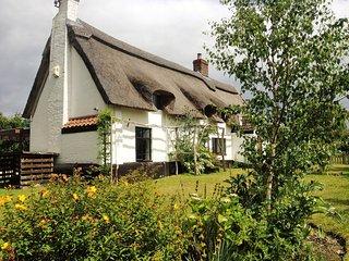 Norfolk Broads cottage - Beautiful thatched - sleeps 8-10 - Hoveton vacation rentals
