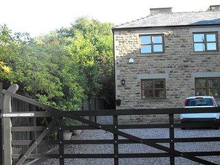 Nice 2 bedroom Todmorden Condo with Washing Machine - Todmorden vacation rentals