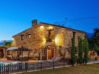Gorgeous 4 bedroom Pedreguer Villa with Internet Access - Pedreguer vacation rentals