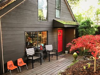 Velouria - Hot Tub, Woodstove, Redwoods. - Guerneville vacation rentals