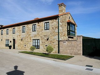 Spacious House with Internet Access and Washing Machine - Finisterre vacation rentals