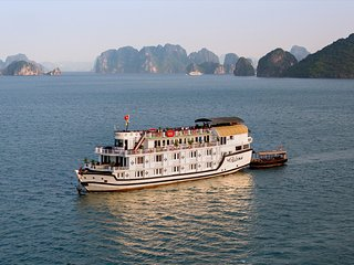 Bright Houseboat with Internet Access and A/C in Halong Bay - Halong Bay vacation rentals