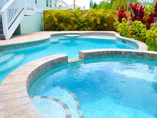 STUNNING NEW 3 BED 3.5 BATH BLOCKS FROM THE BEACH - Holmes Beach vacation rentals