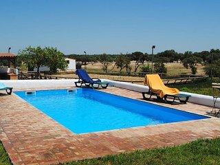 Nice Condo with Shared Outdoor Pool and Washing Machine - Grandola vacation rentals