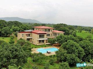 Bright 8 bedroom Villa in Karjat - Karjat vacation rentals