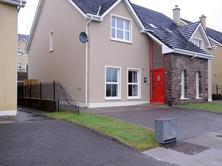 4 Cois Chnoic Dingle Town Holiday Home - Dingle vacation rentals