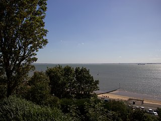 Luxurious - Lush 2 bed Flat by the Beach - Theatre - Westcliff-on-Sea vacation rentals