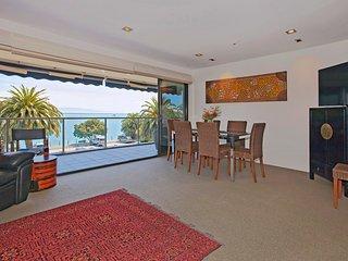 Waterfront Escape Apartment - Sea Views, Walk to Restaurants! - Nelson vacation rentals
