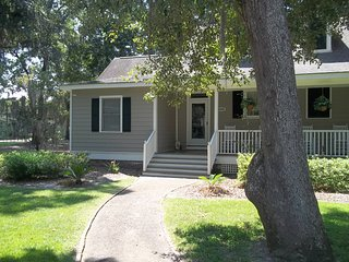 """Best Rates! Cozy and Quiet """"Serenity"""" Cottage Welcomes You! Beach 3 miles. - Murrells Inlet vacation rentals"""