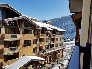 Ski In/Out Squaw Village Top Floor 1 Bedroom Condo, Full Kitchen Hot Tub & Sauna - Squaw Valley vacation rentals