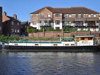 Luxury Residential Houseboat a stones throw from York city center. - York vacation rentals
