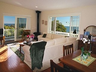 Jasmine Cottage - Walk to the beach and shops! - Summerland vacation rentals