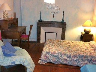 """La Chambre """"Fleur bleue"""" - Saint-Sulpice vacation rentals"""