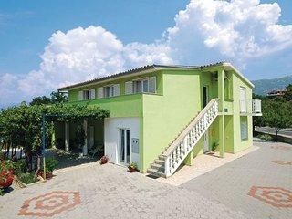 4 bedroom Apartment in Starigrad, Northern Dalmatia, Croatia : ref 2043435 - Rovanjska vacation rentals