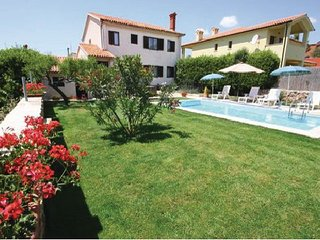 4 bedroom Villa in Medulin, Istria, Croatia : ref 2044790 - Medulin vacation rentals