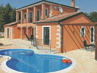 4 bedroom Villa in Visnjan, Istria, Croatia : ref 2045407 - Visnjan vacation rentals
