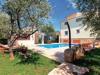 5 bedroom Villa in Duga Uvala, Istria, Croatia : ref 2095204 - Peruski vacation rentals