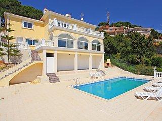 3 bedroom Villa in Lloret de Mar, Costa Brava, Spain : ref 2097059 - Lloret de Mar vacation rentals