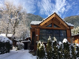 Sunny, refined and nicely renovated Chalet for 4 - 6 guests in Chamonix - Chamonix vacation rentals