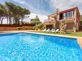 4 bedroom Villa in Calonge, Costa Brava, Spain : ref 2218426 - Calonge vacation rentals