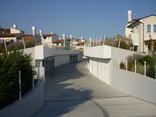 Bright House with Internet Access and Shared Outdoor Pool - Caorle vacation rentals