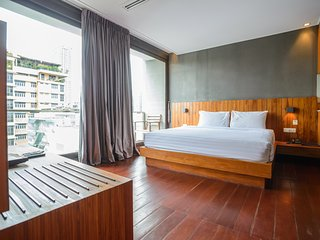 Spacious 2 Bedroom @ Langsuan - Bangkok vacation rentals
