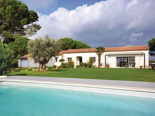 4 bedroom Villa in Saint Laurent D ´Aigouze, Gard, France : ref 2279181 - Aigues-Mortes vacation rentals