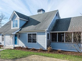 DELLA - Beautiful Newly Updated Cape Style Home,  Association Tennis Courts 2 min Walk, Biking and Hiking Trails, Beaches 10 minutes from House - Edgartown vacation rentals