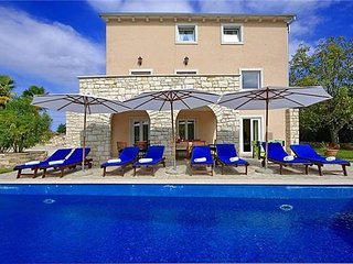 6 bedroom Villa in Karojba, Istria, Croatia : ref 2374549 - Karojba vacation rentals