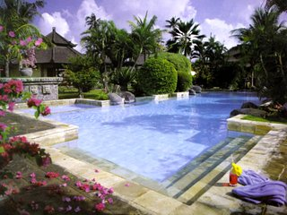 Large Studio. Sleeps 3, large central pool, close to restaurants and beach. L9A - Seminyak vacation rentals