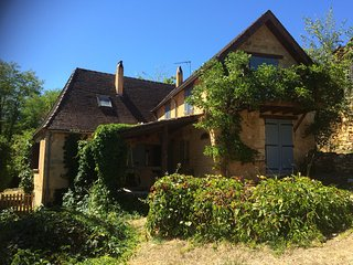Stylish country cottage in one of the prettiest secret villages of the Dordogne - Mauzens-et-Miremont vacation rentals