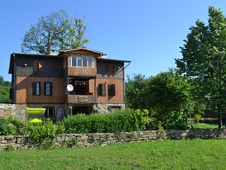 Spacious house with pool, 40 min from Veliko Tarnovo - Veliko Turnovo vacation rentals